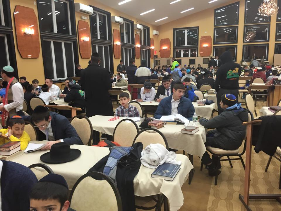 dining room in thezone torah mates in thezone